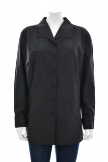 Women's shirt with buttons front