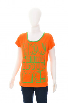 Girls' t-shirt front
